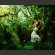 Fototapeta - Zagubiona w lesie A0-LFTNT0762